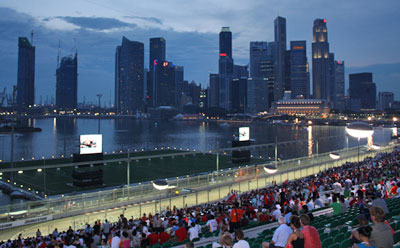 Singapore F1 Grand Prix Night Race by Andrew via https://www.flickr.com/photos/willposh/3995135372/