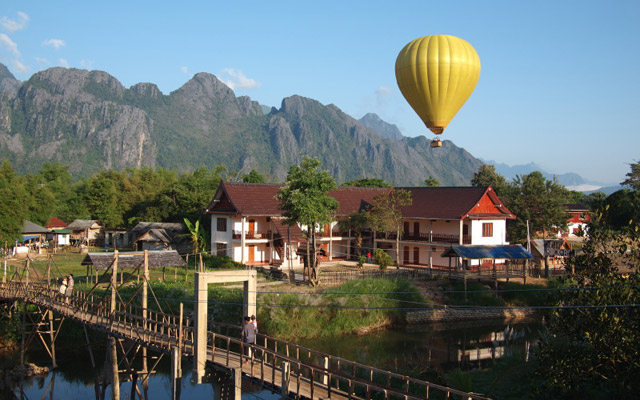 Hot balloon over Nam Song_River, Vang Vieng by GoingPlaces.sg via https://flic.kr/p/aPtqaz