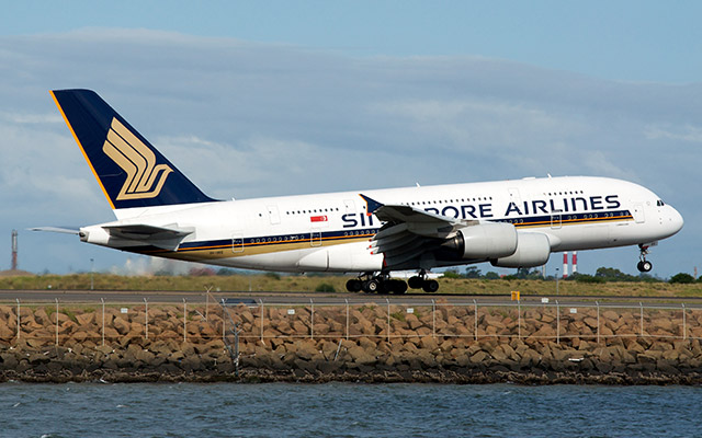 Singapore_ Airlines A380 by BriYYZ via https://flic.kr/p/9e7u8y