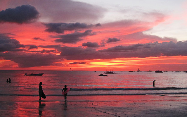 Boracay sunset on a cloudy day by Anthony Alger via https://commons.wikimedia.org/wiki/File:Boracay_Cloudy_Sunset.JPG