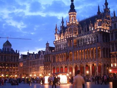 Brussels Grande Place, Belgium by Trent Strohm via https://www.flickr.com/photos/trentstrohm/50304559/