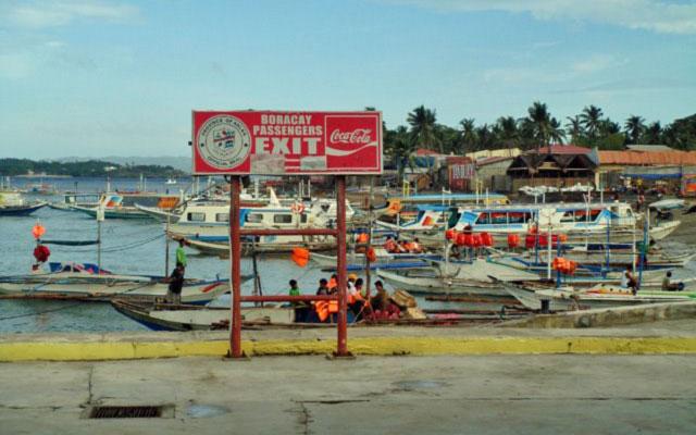 Caticlan Jetty Port by evason_mania via http://www.panoramio.com/photo/29178296