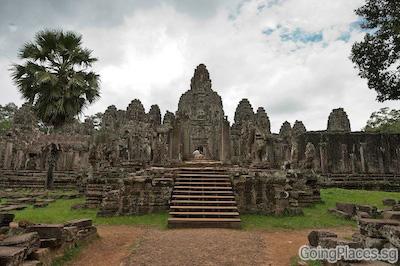 Bayon, Cambodia by Calvin Shi