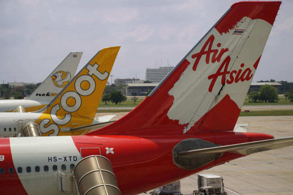 Low cost carriers: AirAsia and Scoot via flickr_TQqhrE