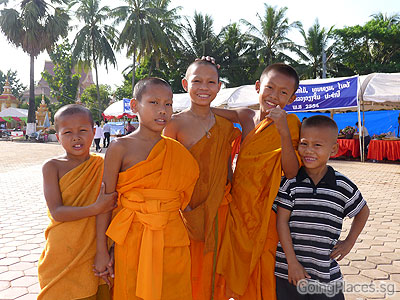 Novice monks, Pha That Luang Vientiane