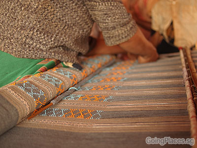 Weaving, Ban Huy Houn - Bolaven Plateau by GoingPlaces.sg via https://www.flickr.com/photos/goingplacessg/6445088867/