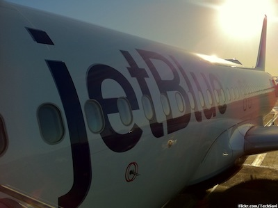 Blue Jet by Chris via https://www.flickr.com/photos/techsavi/5124794497/