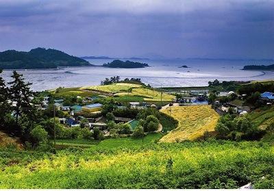 Dalcheon Village by Republic of Korea via https://www.flickr.com/photos/koreanet/4463459029/