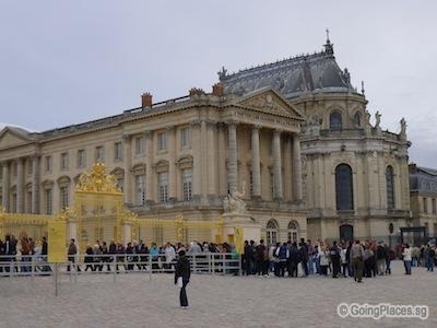 Queue At Chateau Versailles Entrance