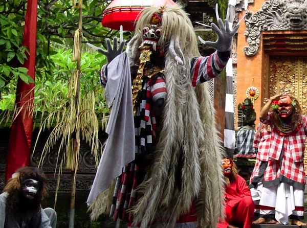 Bali Barong Dance by Mindy McAdams via http://www.flickr.com/photos/macloo/3736038/