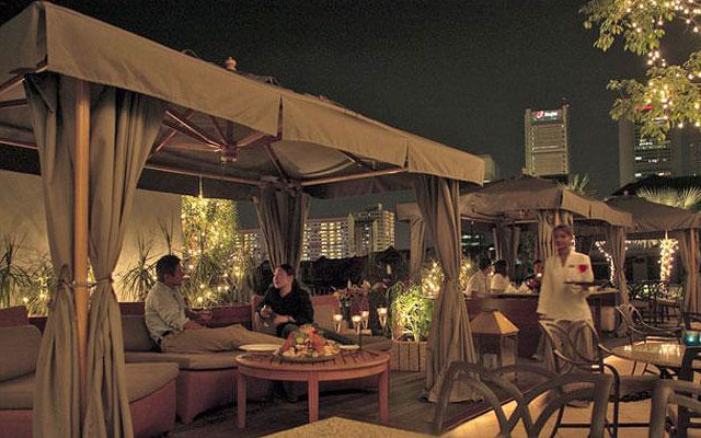 Breeze Rooftop Bar at Scarlet Hotel