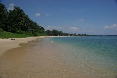 Desaru Beach by moritzh via https://www.flickr.com/photos/moritzh/3316448530/