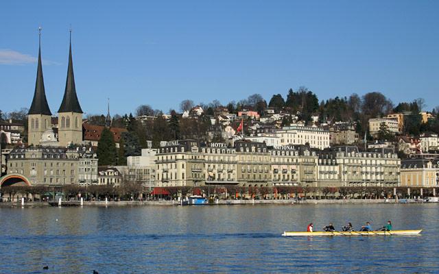 Lake Lucerne, Switzerland by Steve via https://www.flickr.com/photos/32874922@N04/3067522092/