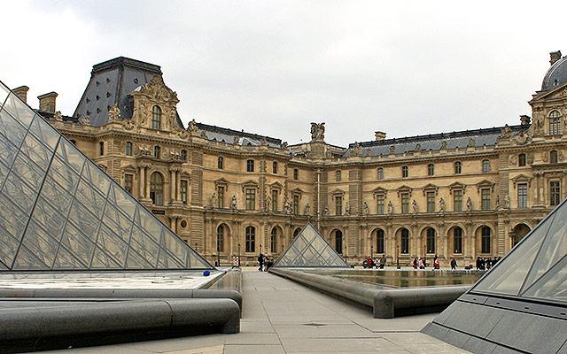 Louvre by Steve via https://www.flickr.com/photos/32874922@N04/3067518614/